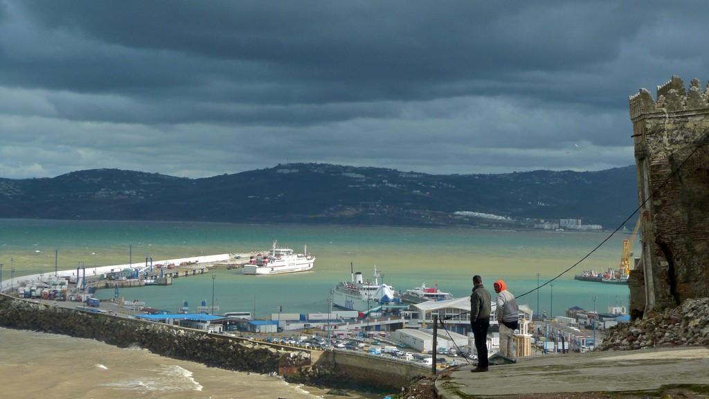 Photo by Odolphie, looking toward Spain from Tangier's ports.